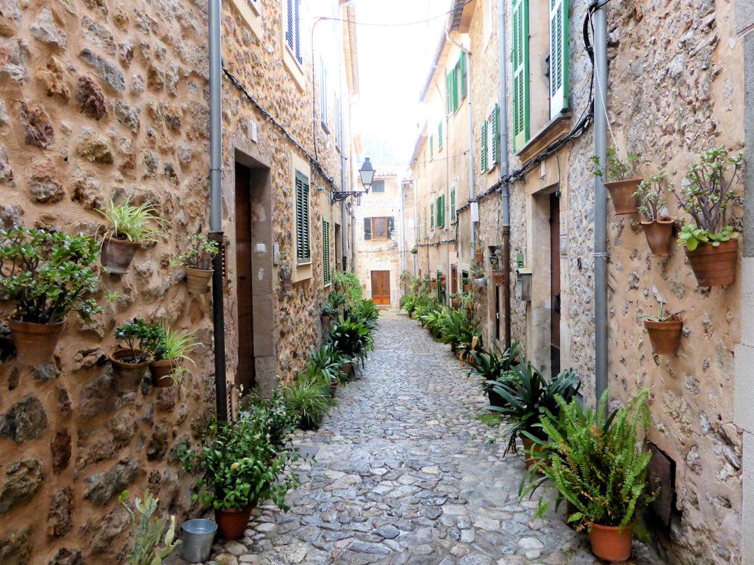 Smuk gade i Valldemossa